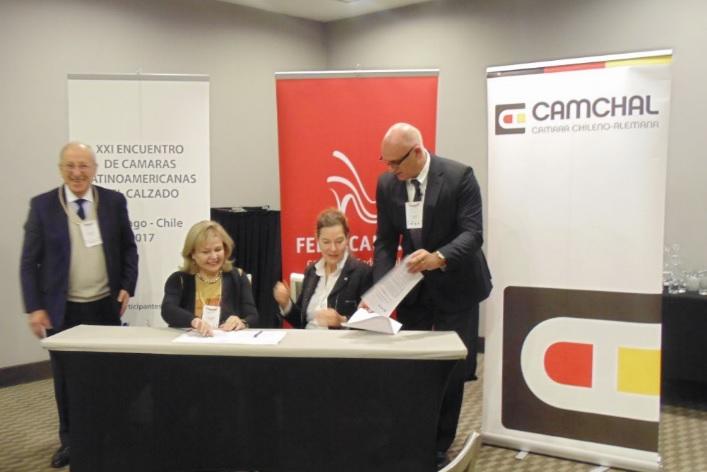 Firma Acuerdo Exclusivo de Cooperación CAMCHAL-FEDECCAL